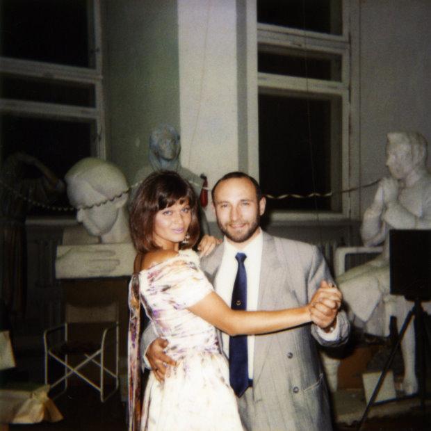 Скульптор Александр Рябичев с женой Александрой Загряжской в скульптурной мастерской Рябичевых
