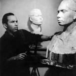 Скульптор Даниил Рябичев за работой