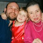Скульптор Александр Рябичев с мамой Валентиной Боруновой (известным московским искусствоведом) и дочерью Даниэлой
