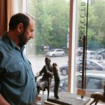 """Александр Рябичев на выставке """"Династия"""", 15 мая 2010 года в галерее """"Даев, 33"""""""
