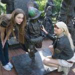 Фигура Мальчика и Девочки были отлиты в мастерской Александра Рябичева в 2002 году