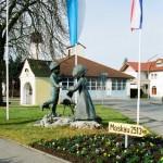 Скульптура Александра и Дмитрия Рябичева в Данкендорфе. Фото А. Загряжской