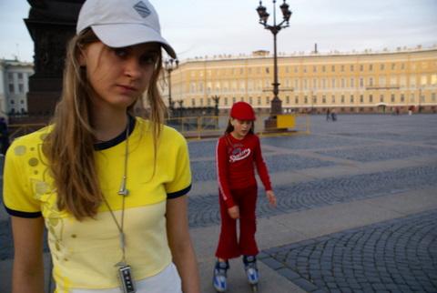 Дочери А. Рябичева София и Даниэла на Сенатской площад